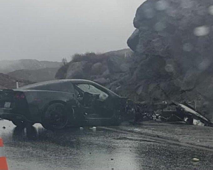Hombre estrella su Corvette y transmite en vivo su muerte