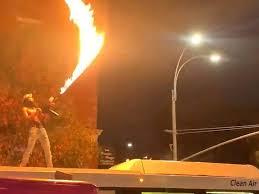 Se entrega rapero que disparó lanzallamas desde autobús en NY #VIDEO