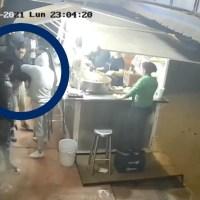 Se bajó por sus tacos en Ecatepec, ¡y le roban la camioneta! #VIDEO