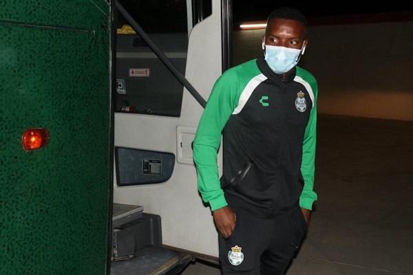 Niegan tomar acciones tras insultos racistas a jugador de Santos
