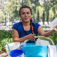 Lady tacos de canasta inaugura local en CDMX
