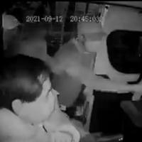 """""""¡Que no!"""", gritaron pasajeros a asaltantes y los bajaron de combi, en Edomex #VIDEO"""