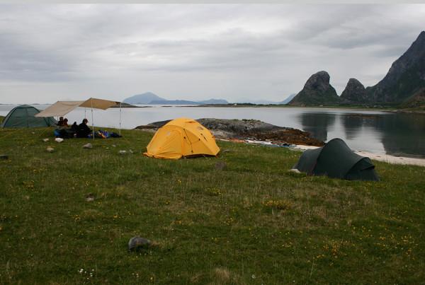 Fin strand och vy mot Tomma och norrut