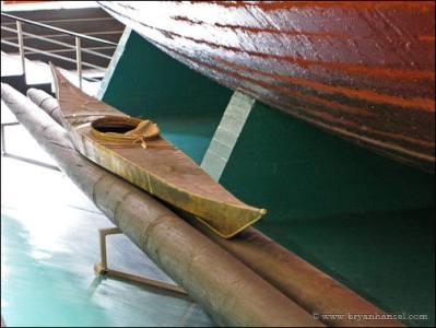 A kayak next to Fram.