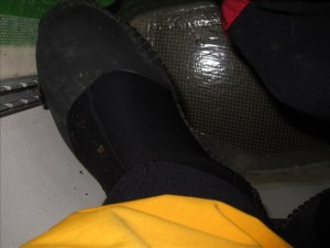 A properly adjusted kayak footbrace