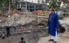 সিএন্ডবি মোড়ে বঙ্গবন্ধুর ম্যুরাল নির্মাণ কাজ পরিদর্শনে মেয়র লিটন