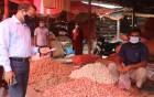 নওগাঁয় লকডাউন বাস্তবায়ন ও বাজার দর নিয়ন্ত্রনে মাঠে জেলা প্রশাসক