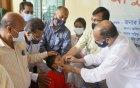 বাগমারায় শিশুদের 'এ' ক্যাপসুল খাওয়ালেন এমপি এনামুল