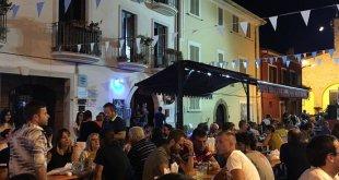 """Cellole – Movida, il commissario ordina ai giovani : """"bevete ovunque tranne a piazza Compasso"""""""