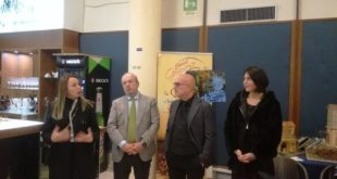 """CASERTA – Al via """"Artisti in Corso"""" e Lepore presenta il libro:""""La Reggia di Caserta in filastrofe"""""""