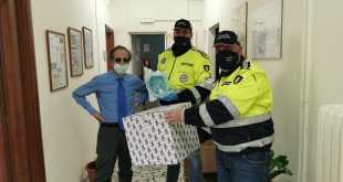 Presenzano – La protezione civile consegna al comune mascherine offerte dalla DR automobili. Saranno donate all'ospedale di Maddaloni