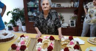 MARZANO APPIO / VAIRANO PATENORA – Nonna Consiglia compie 103 anni, è come un albero secolare che non è stato scalfito dal tempo