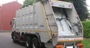 """Pietramelara – Il camion dei rifiuti è """"incontinente"""", scatta il sequestro"""