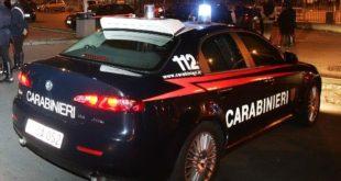 Capua – Paura in centro, auto contro tabellone: 4 giovani coinvolti