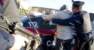 LUSCIANO – Picchiano e rapinano una donna, arrestati due giovani