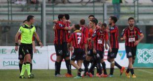 """CASERTA – Calcio, tre gol alla Cavese: un """"Pinto"""" stracolmo festeggia la vittoria della Casertana"""