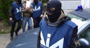 Napoli – Riciclaggio, autoriciclaggio e turbativa d'asta: colpo alla camorra. 7 ordinanze cautelari
