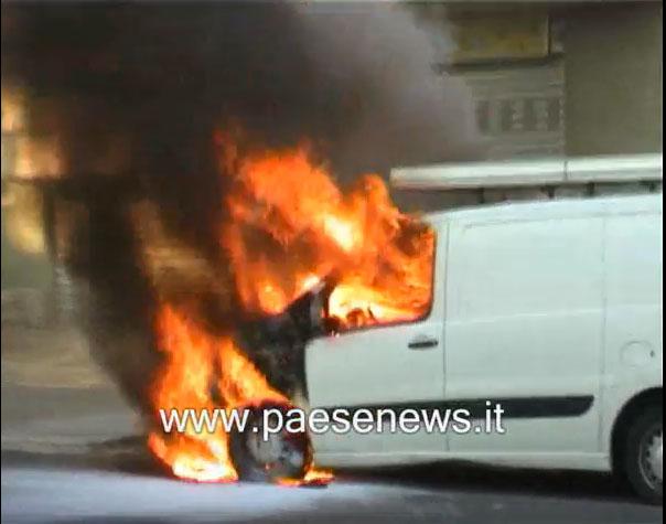 furgone-fiamme-vairano-1