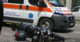 Camigliano / Pignataro Maggiore  – Cade dal motorino e sbatte contro una vettura, ferito il postino