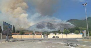 MIGNANO MONTELUNGO – Boschi in fiamme, preoccupazione per alcune abitazioni