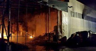 VALLE DI MADDALONI – In fiamme capannoni di un'azienda, intervengono i vigili del fuoco