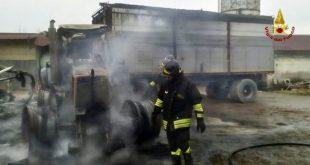 Vairano Patenora – Trattore prende fuoco in garage, paura nel centro del paese