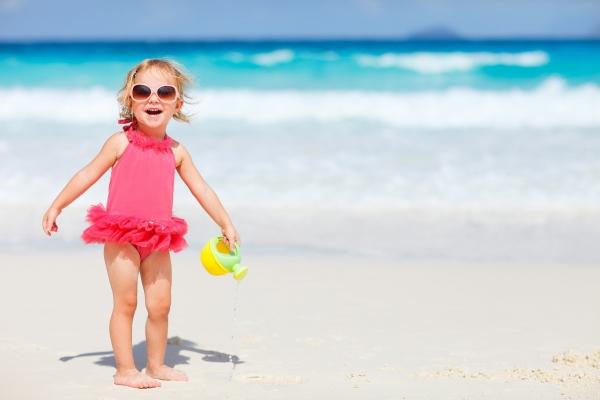 παιδί και παραλία