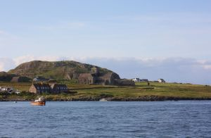 1280px-Iona_Abbey_Scotland_-_seen_from_ferry