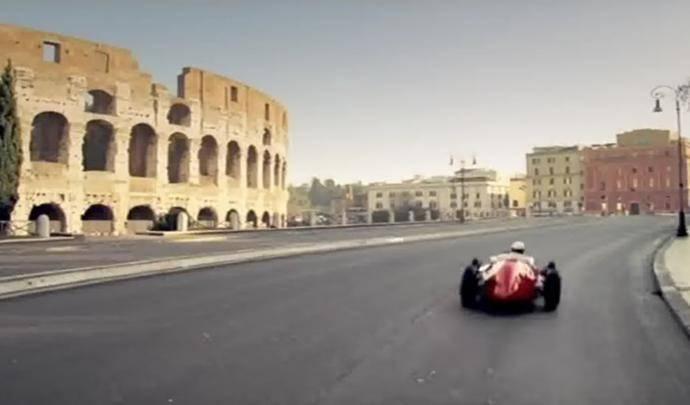 Seul en Ferrari Dans Les Rues de Rome, New York, Monaco…