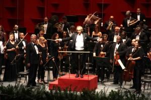 El maestro José Antonio Molina, en plena dirección de la orquesta.