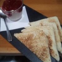 crema fresa y toast