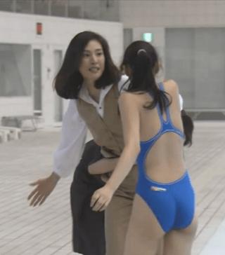 武井咲競泳水着エロお宝画像emi12