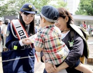 福原遥まいんちゃんが一日警察署長太ももチラリエロお宝画像