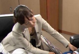 高畑百合子アナおっぱいの谷間胸チラリの放送事故エロお宝画像