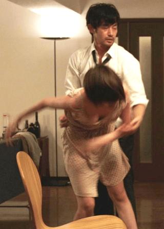 本田翼おっぱいの谷間胸チラリエロお宝画像24
