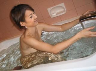 前田有紀アナ乳首モロおっぱい丸出し全裸ヌード入浴画像流出1