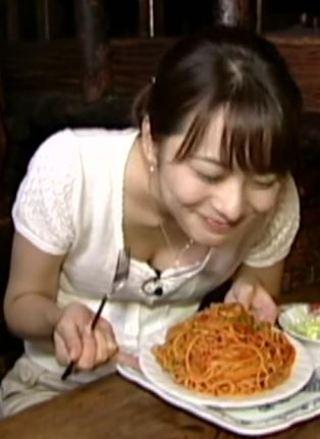 高見侑里アナおっぱいの谷間胸チラリ放送事故エロお宝画像