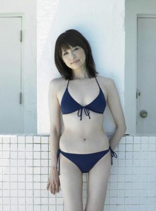 石田紗英子アナウンサーの水着画像