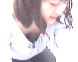 片渕茜おっぱいの谷間胸チラリエロお宝画像