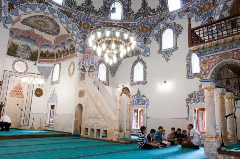 Una scuola in una moschea di Prizren, Kosovo