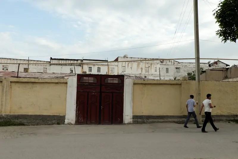 Il muro con dietro il quartiere