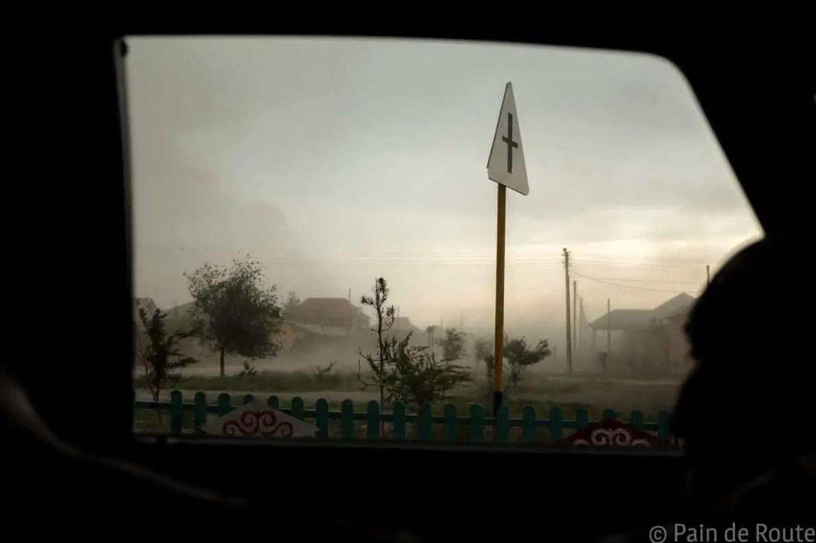 La tempesta di sabbia vista dal taxi