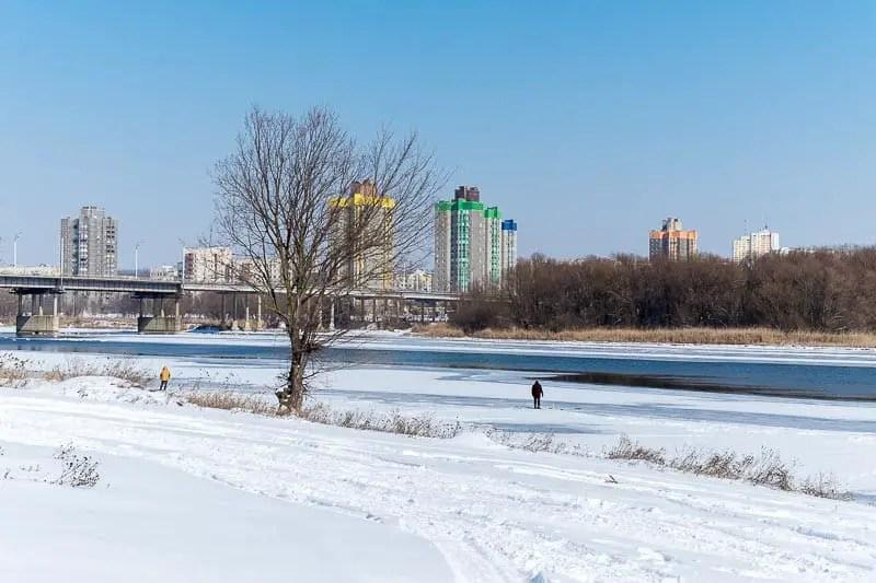 La Transnistria vista da Rezina, di fronte a Rybnitsa