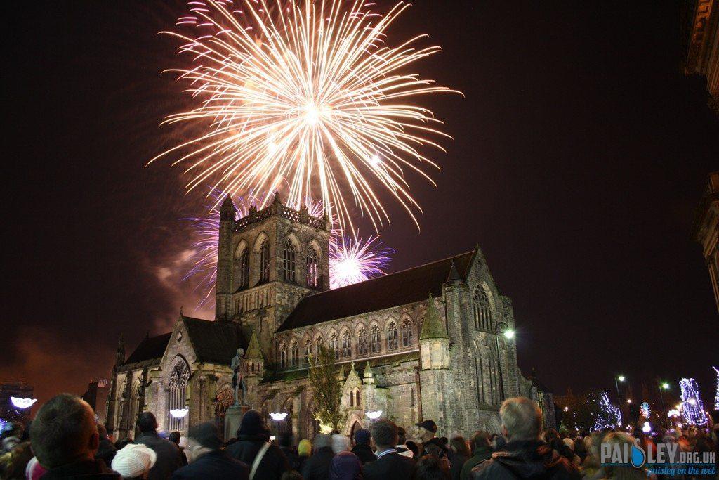 paisley-abbey-fireworks