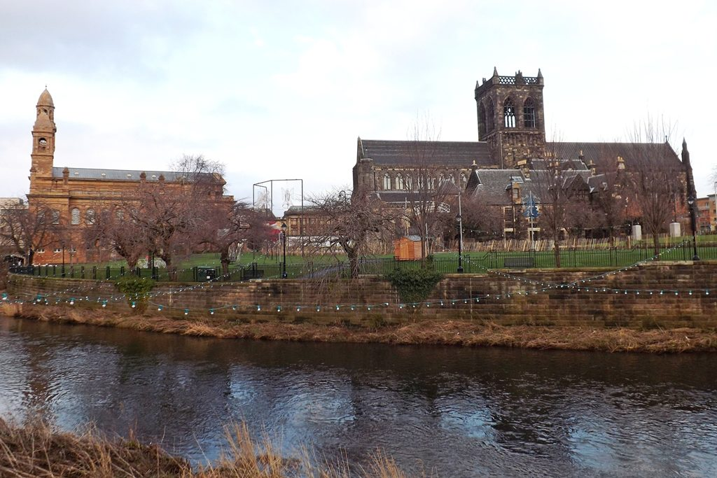 Paisley_Abbey_and_Town_Hall_(11610797183)