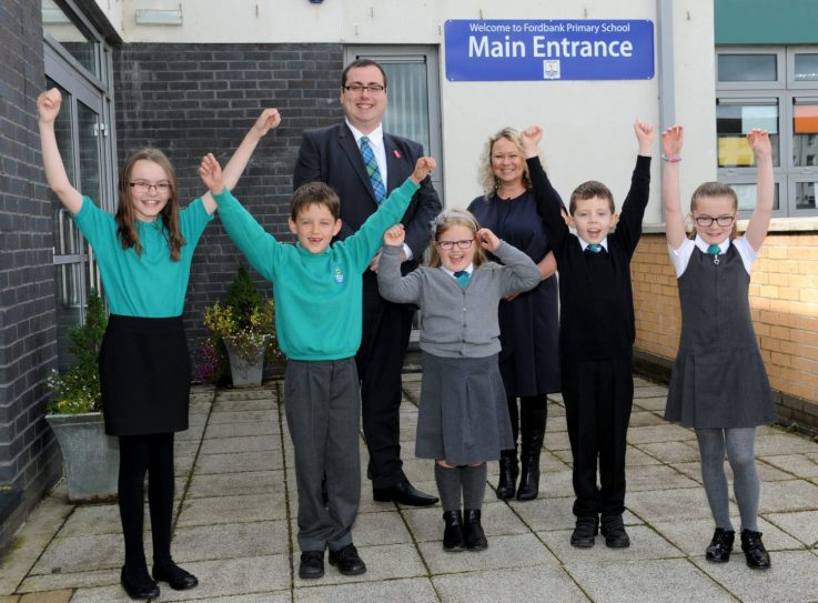Fordbank Primary School pupils and Education Convener Cllr Jim Paterson (1)