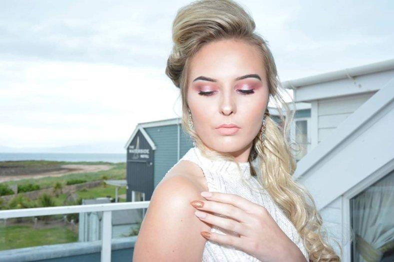 Nik makeup artist paisley