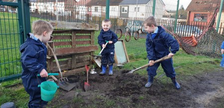 Nursery - Heriot - digging outdoors - 17 Jan 2020 - JCON (139)