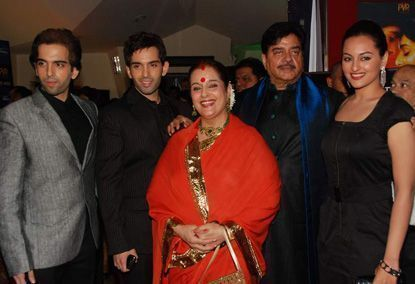 Sonakshi Still Hands Over All Her Pay Cheques To Her Parents (4)