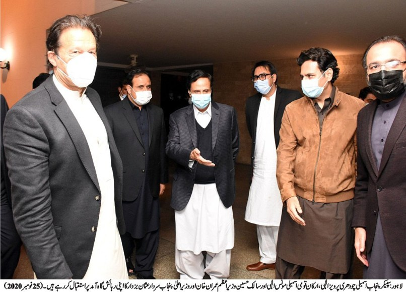 PM Khan and Chaudhrys of Gujrat iron out differences, not a good news for PML-N